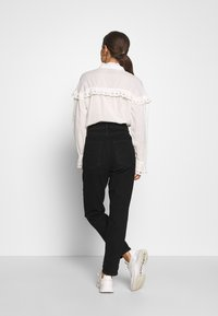 New Look Petite - WAIST ENHANCE MOM - Jeans relaxed fit - black - 2