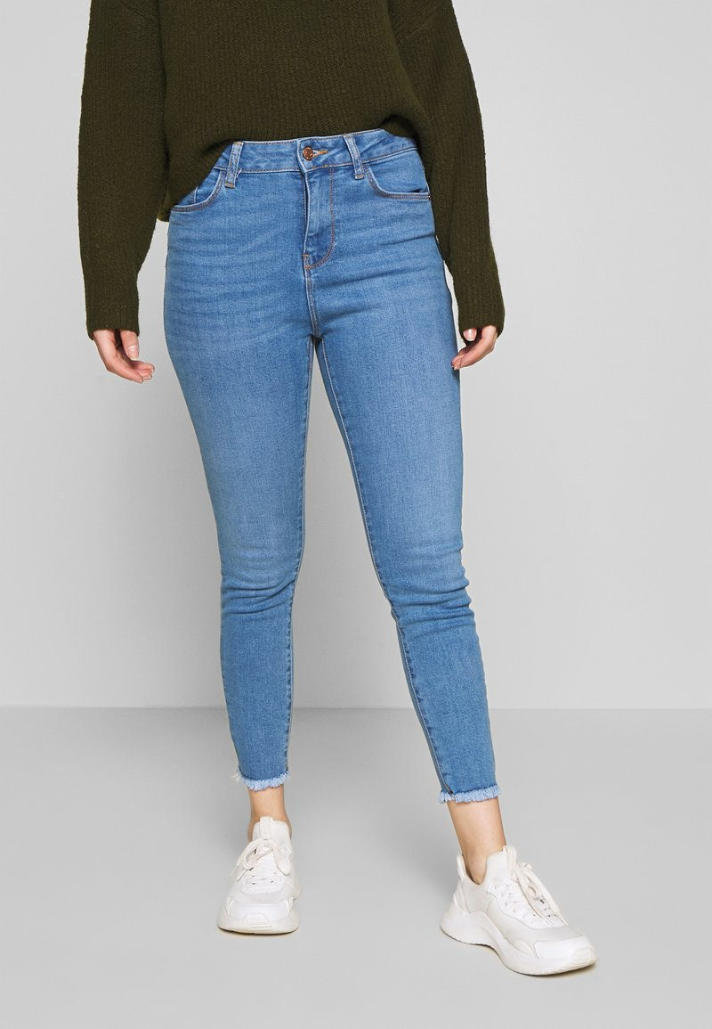 New Look Petite - LIFT AND SHAPER JEAN - Jeansy Skinny Fit - mid blue