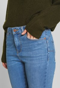 New Look Petite - LIFT AND SHAPER JEAN - Jeansy Skinny Fit - mid blue - 4