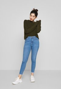 New Look Petite - LIFT AND SHAPER JEAN - Jeansy Skinny Fit - mid blue - 1