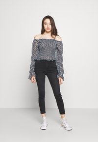 New Look Petite - LIFT AND SHAPER JEAN - Jeans Skinny - black - 1