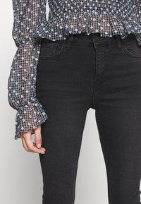 New Look Petite - LIFT AND SHAPER JEAN - Jeans Skinny - black - 4