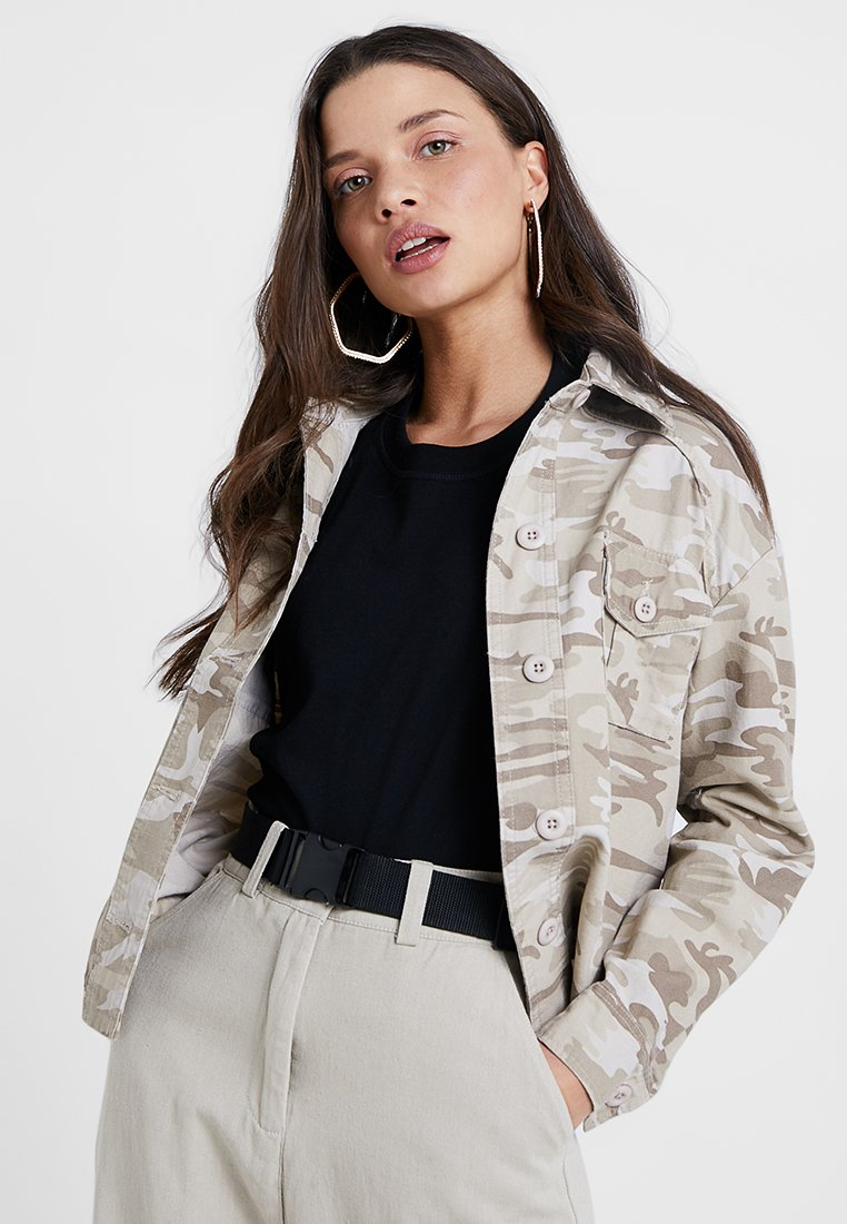 New Look Petite - CAMO CROP UTILITY - Leichte Jacke - cream pattern