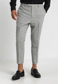 Twisted Tailor - MORECAMBE TROUSERS - Jakkesæt bukser - pale grey - 0