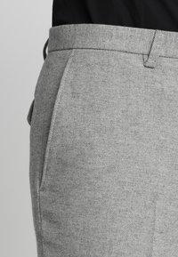 Twisted Tailor - MORECAMBE TROUSERS - Jakkesæt bukser - pale grey - 3