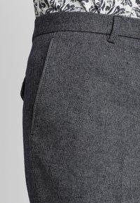 Twisted Tailor - MORECAMBE TROUSERS - Pantalon de costume - denim blue - 3