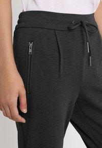 Noisy May - NMPOWER ZIPPER PANT  - Teplákové kalhoty - dark grey melange - 3