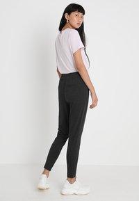 Noisy May - NMPOWER ZIPPER PANT  - Teplákové kalhoty - dark grey melange - 2