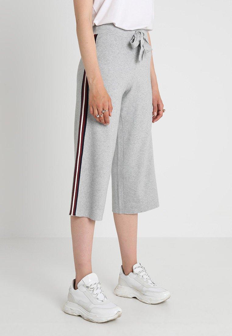 Noisy May - NMSHEA STRIPE CULOTTE PANT  - Shorts - light grey melange