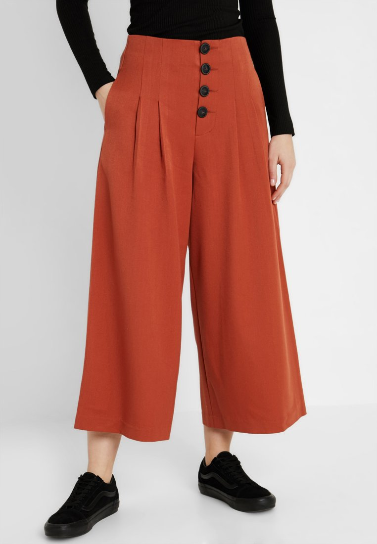 Noisy May NMSTINE WIDE CROPPED PANTS - Stoffhose auburn