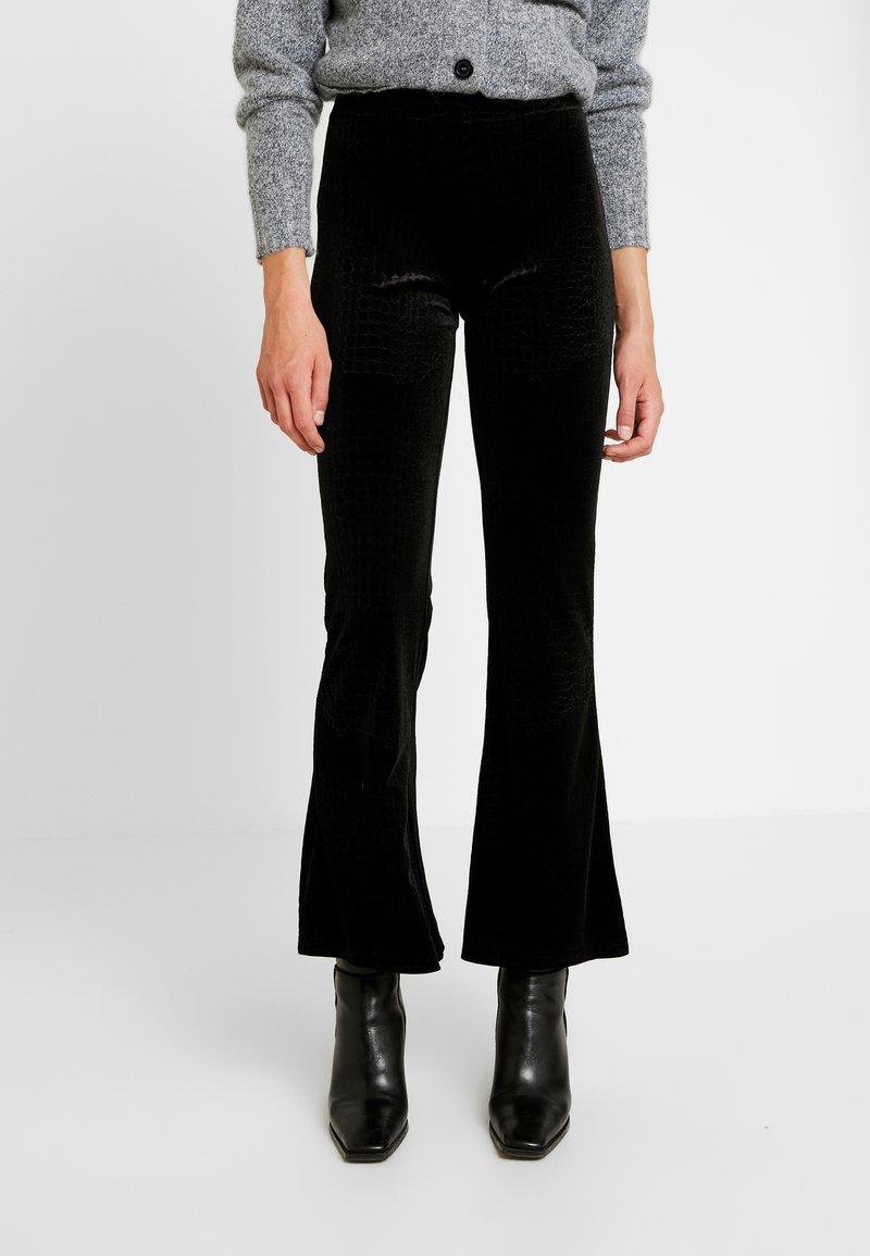 Noisy May - Trousers - black