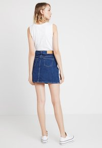 Noisy May - NMSONJA SHORT SKIRT - Falda de tubo - dark blue denim - 2