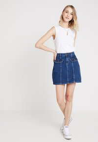 Noisy May - NMSONJA SHORT SKIRT - Falda de tubo - dark blue denim - 1