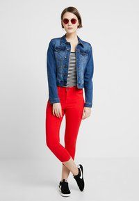 Noisy May - NMLUCY SKINNY CROPPED PANTS - Bukser - flame scarlet - 1