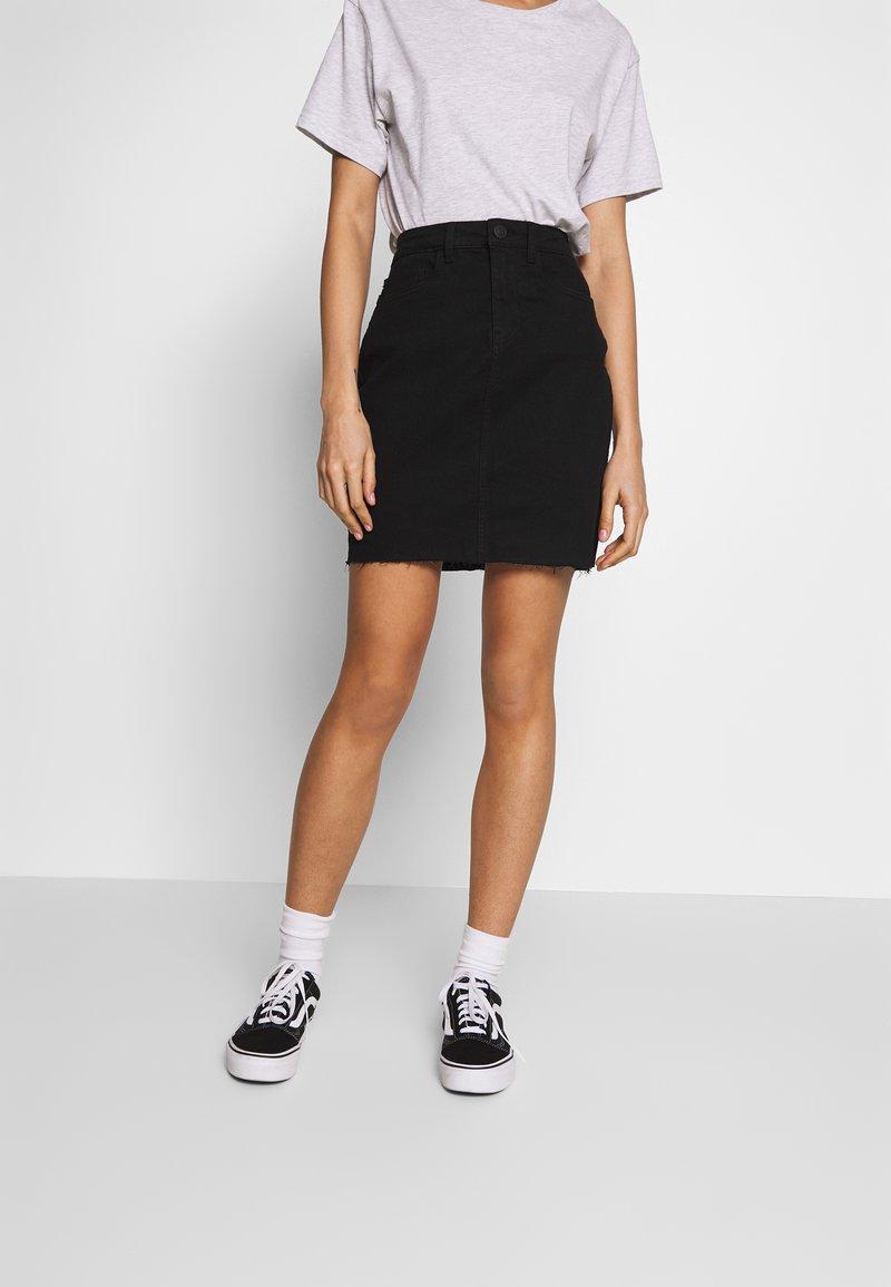 Noisy May - CALLIE SHORT SKIRT - Denimová sukně - black