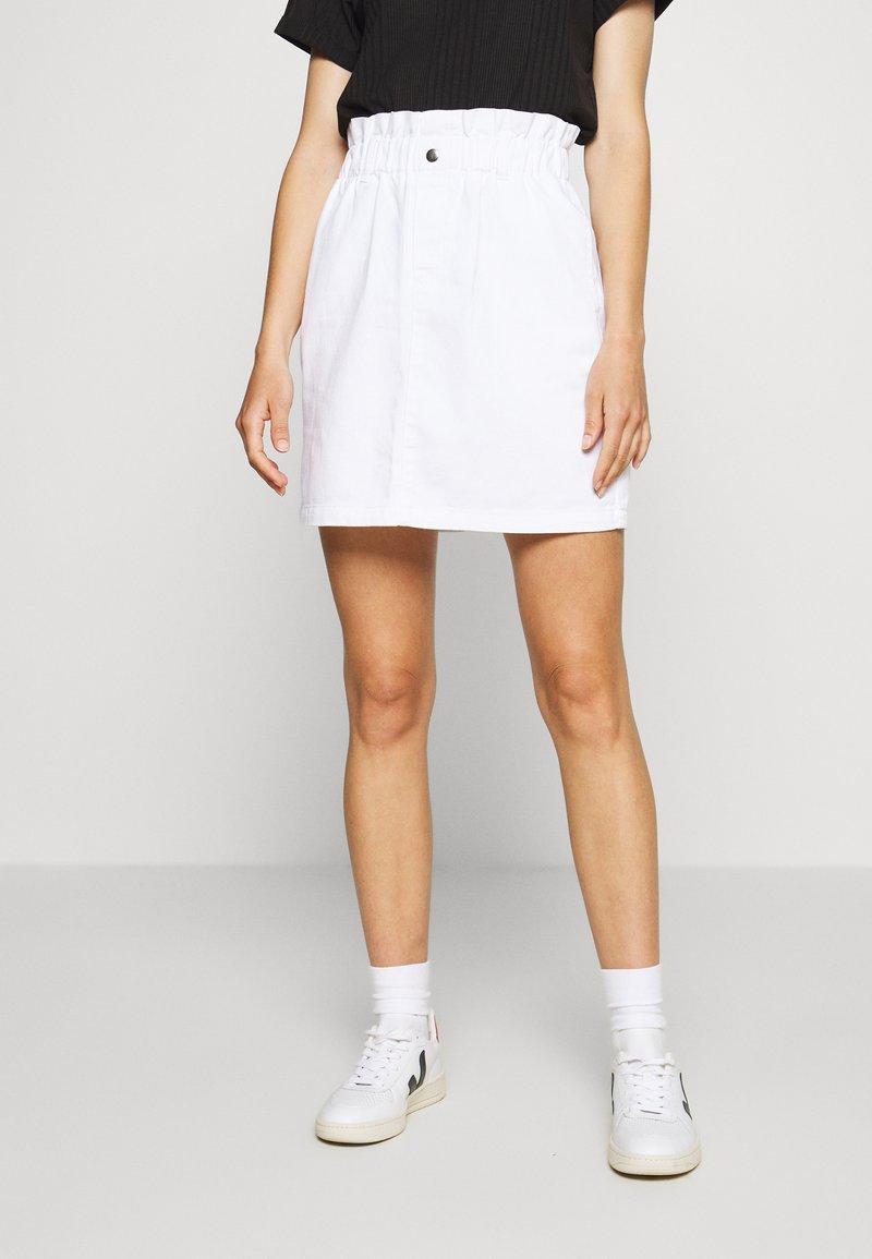 Noisy May - NMJUDO PAPERBACK  SKIRT - Falda vaquera - bright white