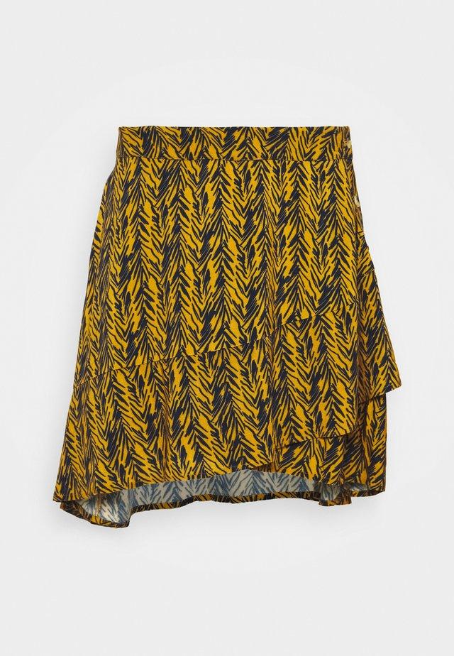 NMBEAGLE SHORT SKIRT - Jupe trapèze - inca gold/black