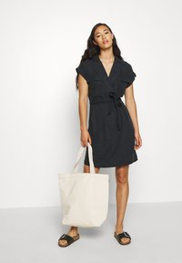 Noisy May - NMVERA ENDI DRESS - Skjortekjole - black - 1