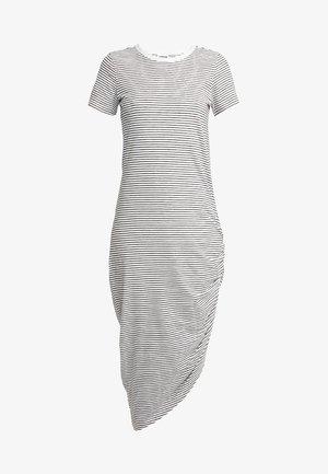 NMCILLA OLA DRAPED DRESS - Žerzejové šaty - black/sugar swizzle