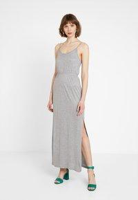 Noisy May Petite - NMIRIS STRAP DRESS - Maxi-jurk - light grey melange - 0