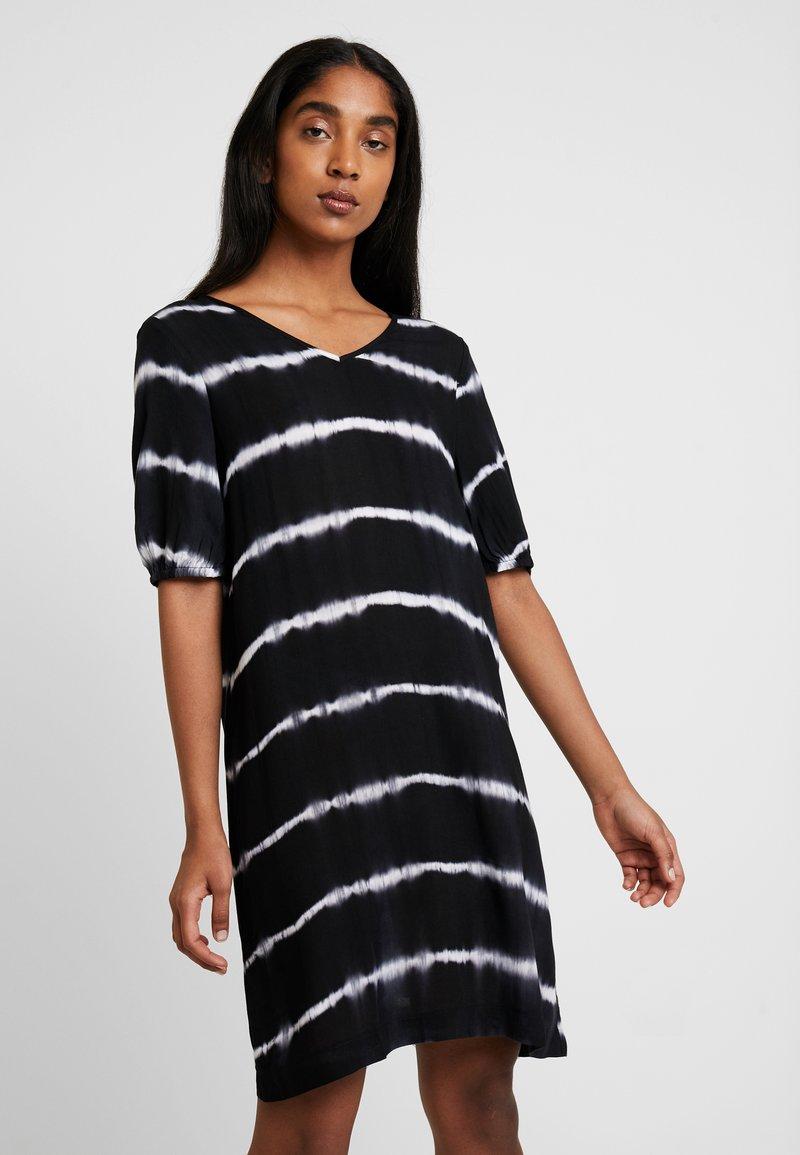 Noisy May - NMSARAH V NECK TIE DYE DRESS - Day dress - black