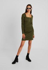 Noisy May - Day dress - winter moss - 1
