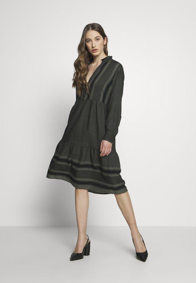 NMWINNY OVERSIZE LONG DRESS - Kjole - ivy green