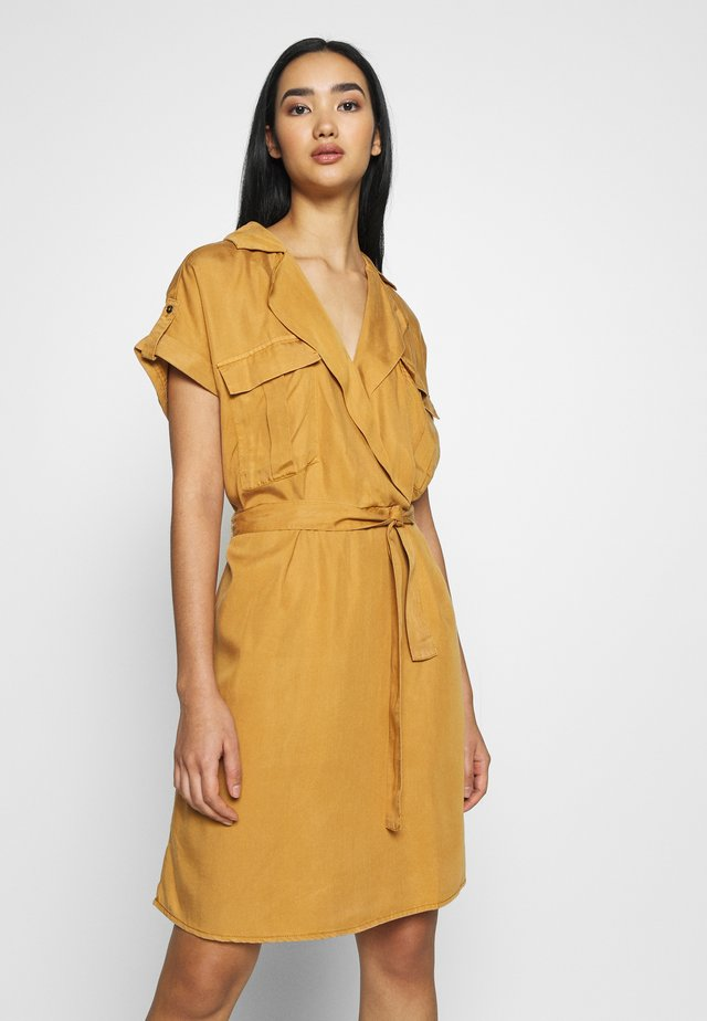 NMVERA DRESS - Shirt dress - brown sugar