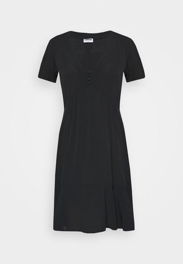 NMPRETTY VNECK DRESS - Robe d'été - black