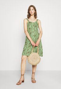 Noisy May - NMFLORA STRAP DRESS - Denní šaty - kalamata/green ash - 1
