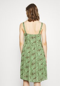 Noisy May - NMFLORA STRAP DRESS - Denní šaty - kalamata/green ash - 2