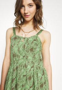 Noisy May - NMFLORA STRAP DRESS - Denní šaty - kalamata/green ash - 4