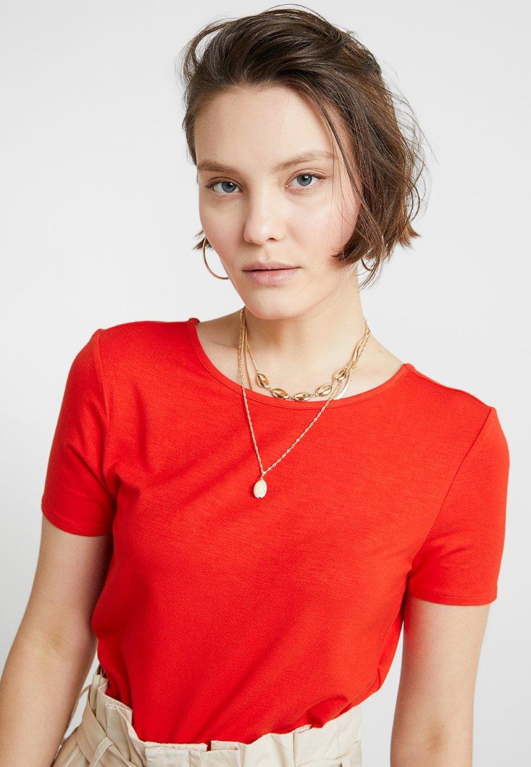 Noisy May - NMBEHANNA 2/4 TOP - T-shirt basic - flame scarlet
