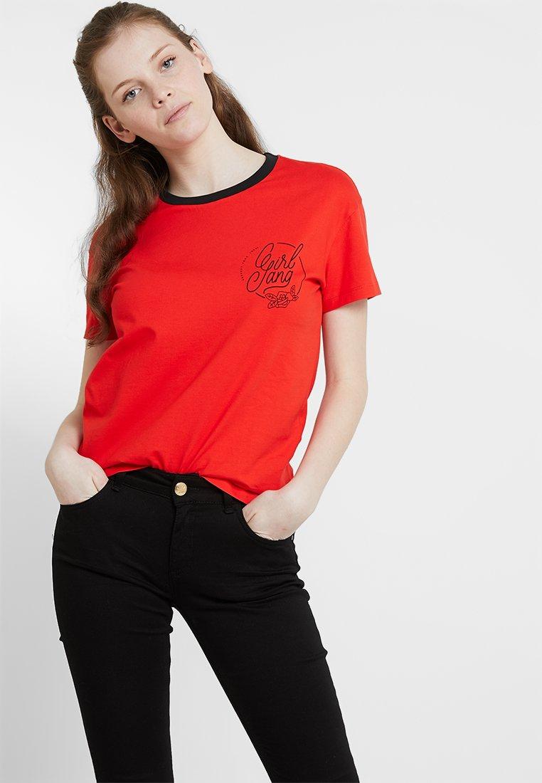 Noisy May - NMGIRL GANG  - T-shirt con stampa - flame scarlet/girl gang