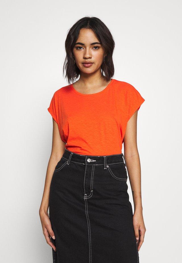 NMMATHILDE  - T-shirt basique - mandarin red
