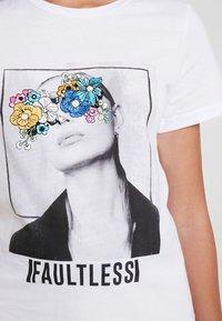 Noisy May - NMNATE FLOWER - T-shirts med print - bright white - 4