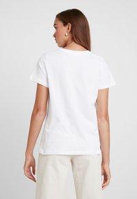 Noisy May - NMNATE FLOWER - T-shirts med print - bright white - 2