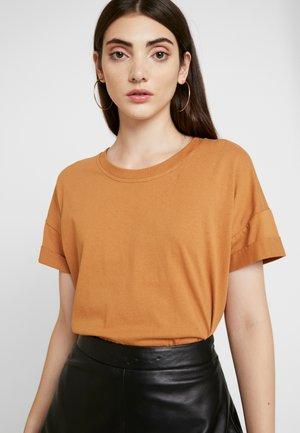 NMUNA - T-shirt basic - brown sugar