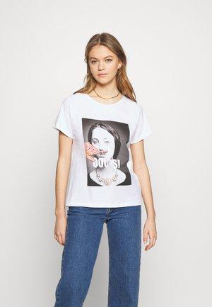 NMNATE RAGLAN - Print T-shirt - bright white