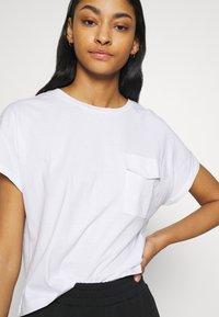 Noisy May - NMDENNY POCKET - T-shirts - bright white - 4