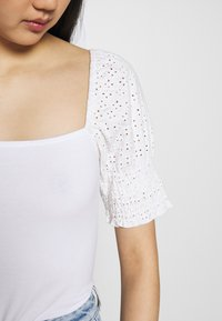Noisy May - NMBONNY PUFF  - T-shirt con stampa - bright white - 5