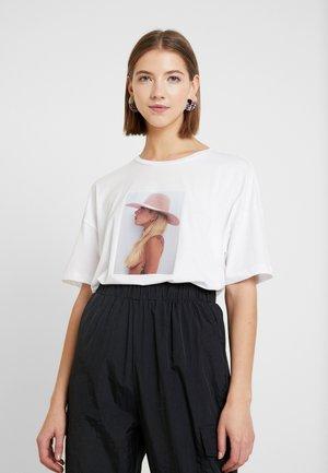 NMIDA LADY - T-shirts med print - bright white