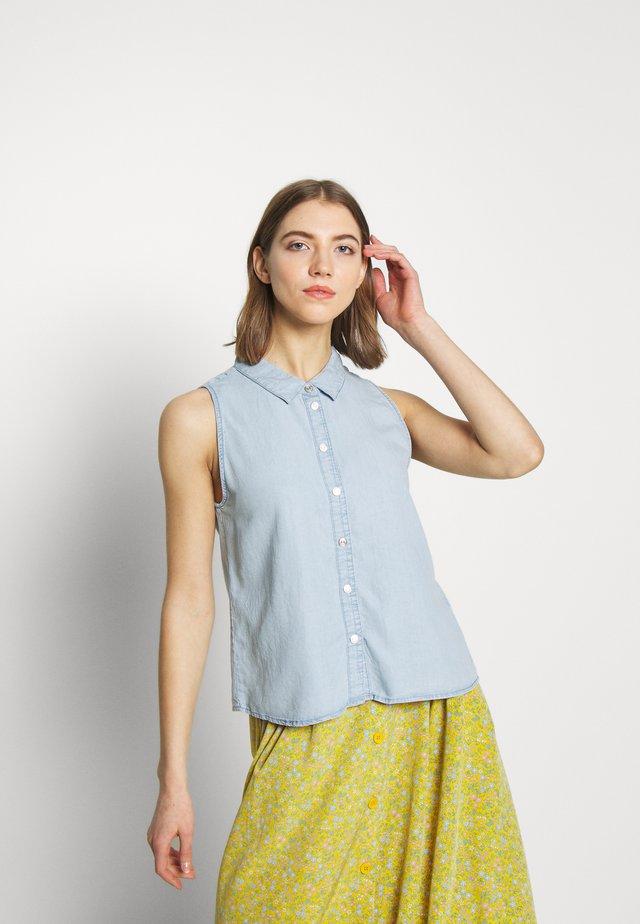 NMDANNY ENDI - Button-down blouse - light blue denim