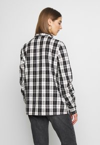 Noisy May - NMMARK CHECK SHACKET - Leichte Jacke - black/white - 2