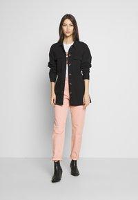 Noisy May - NMVILMA BELT JACKET - Giacca di jeans - black - 1