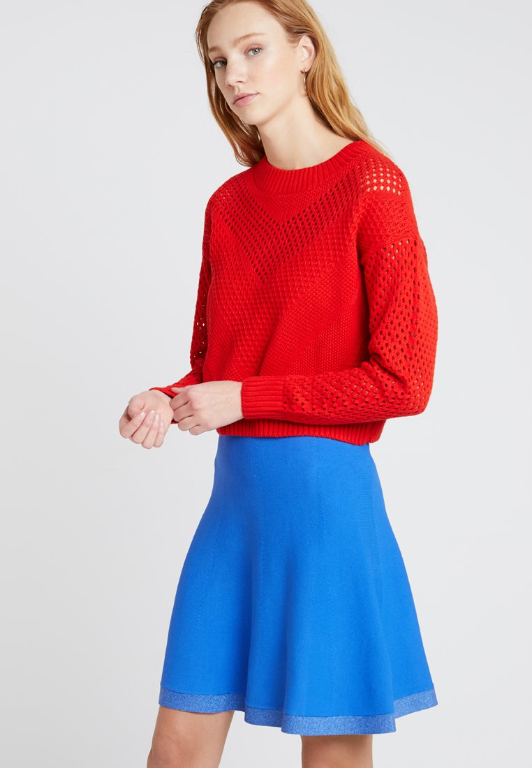 Noisy May - NMASTA L/S CROPPED O-NECK KNIT - Strickpullover - flame scarlet