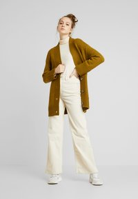 Noisy May - NMDEREK LOOSE CARDIGAN - Cardigan - plantation - 1