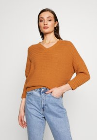 Noisy May - NMMETTE 3/4 V-NECK  - Jumper - brown sugar - 2