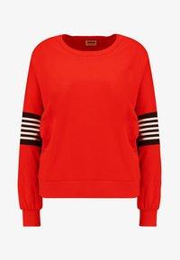 fiery red/black
