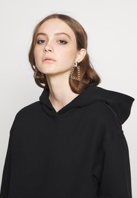 Noisy May - NMLEYA WOMENSDAY  - Hoodie - black/womensday w. knockout pink - 3